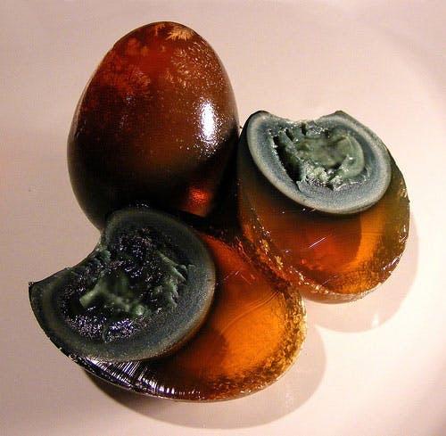 stuletnie jajo